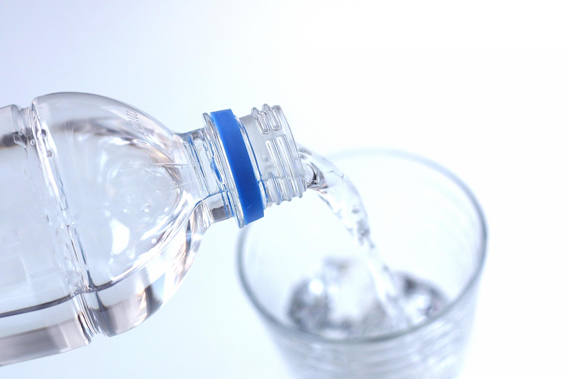 ペットボトルのお水の写真